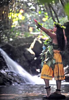 Hula Hawaiian People, Hawaiian Girls, Hawaiian Homes, Hawaiian Hula Dance, Hawaiian Dancers, Polynesian Art, Polynesian Culture, Hula Girl Tattoos, Islas Cook