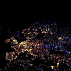 Notte di capodanno, in Italia teniamo a tutte le tradizioni e onoriamo le festività- New Year's Night in Italy to keep all traditions and honor the holidays.