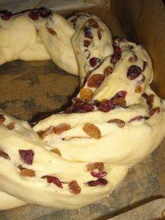 smaki i aromaty: Pyszna plecionka drożdżowa Sweets Recipes, Baking Recipes, Cake Recipes, Polish Desserts, Polish Recipes, Tiffin Recipe, Delicious Desserts, Yummy Food, Banana Nut Bread
