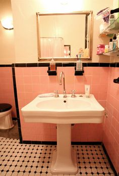 1000 images about bagno vintage on pinterest pink for Black white and pink bathroom ideas