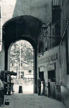 """Barcelona años 50 """"El Kiosco La Cazalla"""", en el Arc del Teatre,"""