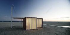 Construido por Màrius Quintana Creus en Barcelona, Spain con fecha 2010. Imagenes por Adrià Goula . El lugar común y el equipamiento homogéneo a lo largo de la costa es el punto de partida del diseño de los nuevos ele...