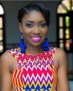 I would so wear these royal blue earrings. African Fashion Ankara, African Print Dresses, African Print Fashion, African Attire, African Wear, African Women, Kente Dress, Ankara Clothing, Africa Dress