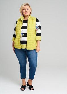 Kledingtips voor de kleine vrouw met een grotere maat. Stylists, Plus Size, Lifestyle, Elegant, Sweaters, Outfits, Nice, Jeans, Fashion
