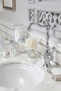 sarah richardson sarah 101 ensuite bathroom neutral faucet detail cream and grey colour scheme Glamorous Bathroom, Beautiful Bathrooms, Sarah Richardson Bathroom, Sarah 101, Silver Bathroom, White Bathroom, Bathroom Accents, Bathroom Marble, Dyi Bathroom