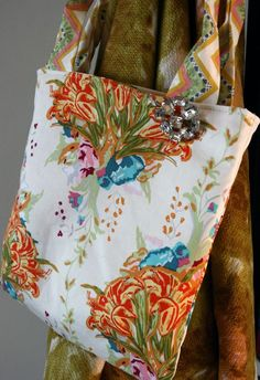 Bari J. - Skill Builder Fat Quarter Tote (making darts) - this uses one fat quarter, 1/2 yd interfacing, and 1/8 yd for handles