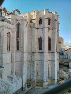 Convento EL CARMO, Lisboa, Portugal. ACTUALMENTE SE CONSERVA LA PARTE EXTERIOR . SERIAMENTE DAÑADO POR EL FAMOSO TERREMOTO DE LISBOA.