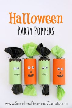These Halloween Party Poppers are incredibly easy to make and they are perfect as a Halloween party favor or for classroom treats. treats 20 cute & easy DIY Halloween treat bags and boxes - It's Always Autumn Diy Halloween Party, Bonbon Halloween, Halloween Treats For Kids, Halloween Party Favors, Halloween Tags, Halloween Goodies, Kid Party Favors, Halloween Desserts, Diy Halloween Decorations