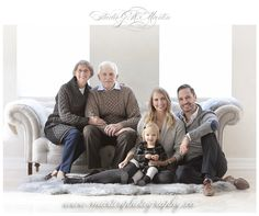 New Ideas For Photography Ideas Portrait Studio Family Photo Studio, Studio Family Portraits, Portrait Studio, Family Portrait Poses, Family Picture Poses, Family Portrait Photography, Family Photo Sessions, Family Posing, Photography Poses