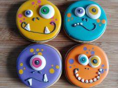 Monster face cookies Decorated Halloween monster sugar cookies from Sweet Sarah's Fall Cookies, Iced Cookies, Cute Cookies, Cookies Et Biscuits, Holiday Cookies, Summer Cookies, Heart Cookies, Valentine Cookies, Easter Cookies