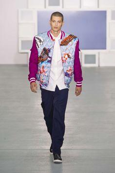 Colorida y deportiva, la colección spring-summer 2017 de Teatum Jones en la semana de la moda de Londres presenta una visión más dinám...