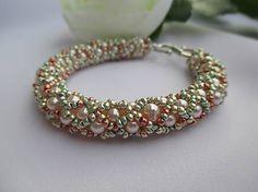 MariN.Art / náramok ružový - metalic mix Beaded Jewelry, Beaded Bracelets, Beadwork, Metal, Art, Art Background, Pearl Jewelry, Pearl Bracelets, Pearl Embroidery