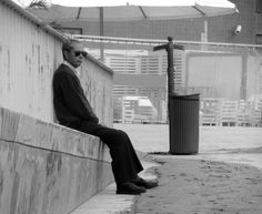Homem dos Óculos Escuros Man Homme Cross Croix | Fotografia de Joao Pires | Olhares.com