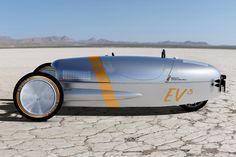 レトロで奇妙で滑稽な、電気で走る3輪自動車