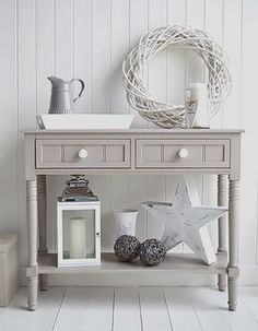 Ideas Original to decorate your table this season Oxford grey console table, Decorate your home in greys and white, perfect for Nordic, coastal, New England and town homes Ideas Original to decorate your table this season Coastal Living Rooms, Decor, Hallway Table Decor, Furniture, Gray Console Table, Decorating Your Home, Hallway Furniture, Home Decor, Hallway Decorating