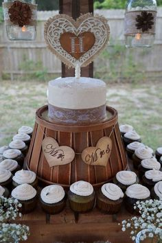 Rustic Cupcake Wedding Party Ideas