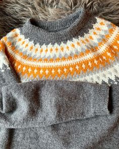 Ble så forelsket i #vardegenser at jeg nå har kjøpt inn garn til min egen 🙈 #gavestrikk strikket i #raumafinull i mottakers favorittfarge… Knitted Hats, Knitting, Projects, Fashion, Log Projects, Moda, Blue Prints, Tricot, Fashion Styles