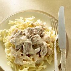 Healthy Beef Stroganoff recipe. Only 302 calories per serving, including the egg noodles!