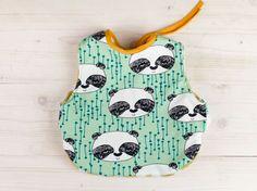 DIY tutorial: Een babyslabbetje naaien in een vrolijke print via DaWanda.com