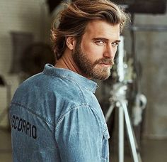 Hello, elegants in this video we will look at the top 5 most Handsome Turkish actors. This video brings you the best stylish Turkish actors. Top 10 Haircuts, Haircuts For Men, Just Beautiful Men, Beautiful Men Faces, Turkish Men, Turkish Actors, Kurt Seyit And Sura, Moustaches, Hair And Beard Styles