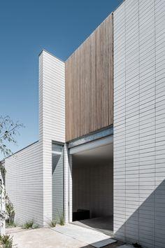 49 ideas exterior architecture facade modern contemporary houses for 2019 Exterior Wall Cladding, House Paint Exterior, Exterior House Colors, Exterior Design, Stone Exterior, Brick Design, Melbourne, Contemporary Architecture, Architecture Design