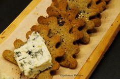 Viljattoman Vallaton: Hortanäkkäri eli gluteeniton nokkosnäkkileipä Cookies, Desserts, Food, Crack Crackers, Tailgate Desserts, Deserts, Eten, Cookie Recipes, Postres