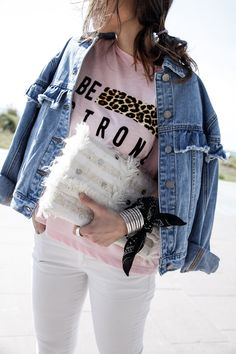 http://www.theguestgirl.com/ denim jacket leopard pink shirt white jeans skinny theguestgirl sunglasses best style los angeles L.A theguestgirl bandana boho bag