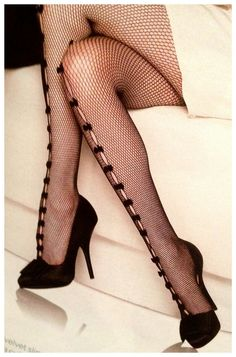 I have a pair of these stockings... it never occurred to me to wear the bows on the front!