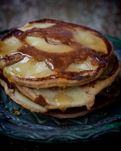 Apple Pancakes eggs 1 tsp honey 1 Tbs coconut milk 1 tsp coconut oil 3 Tbs almond flour 1 tsp baking soda (bicarbonate soda) 1 apple (peeled and sliced thinly), and spices
