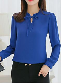Blouses for women – Lady Dress Designs Blouse Styles, Blouse Designs, Vetement Fashion, Mode Hijab, Blouse Dress, Blue Blouse, Business Outfits, Work Attire, Work Fashion