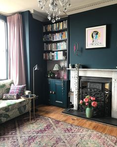 The Ultimate Guide: Perfect Vintage Living Room Design! – Home inspiration. Pink Living Room, Living Room Inspiration, Living Room Carpet, Dark Living Rooms, Living Room Design Modern, Living Room Makeover, Living Room Paint, Vintage Living Room, Victorian Living Room