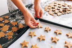Keep your great-tasting food safe by choosing non-toxic cookware for you and your family. Find out what's safe in the kitchen and what isn't. Chocolate Chip Cookies Image, White Chocolate Macadamia Cookies, Banana Oat Cookies, Raisin Cookies, Gluten Free Cookie Recipes, Gluten Free Cookies, Yummy Cookies, Peppermint Brownies, Peppermint Cookies