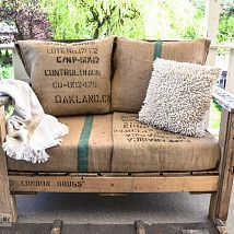 A two pallet chair ANYONE can build in a jiffy! with Burlap cushions