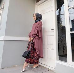 50 Ideas for wedding guest formal dress Batik Fashion, Abaya Fashion, Muslim Fashion, Modest Fashion, Girl Fashion, Fashion Dresses, Kebaya Hijab, Kebaya Dress, Kebaya Muslim
