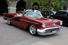 1957 Olds Custom Roadster oldsmobile oldie curves wheels vehicle curves transportation cool ride photograph photo Tesla Roadster, American Classic Cars, American Muscle Cars, Carros Vw, Vintage Cars, Antique Cars, Vintage Iron, Jeep, Automobile