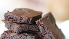 AIP Carob Brownies - sweetened with dates and some coconut sugar #paleo #AIP #vegan