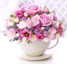 flores 12 mejores arreglos florales Get inspired by these ideas of flower arrangements for mom. Deco Floral, Arte Floral, Floral Design, Fresh Flowers, Beautiful Flowers, Pink Flowers, Pink Roses, Teacup Flowers, Tea Roses