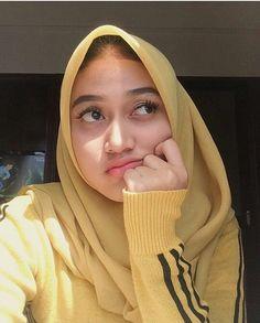Let your way of wearing hijab change society's views of norm; don't let society change your views of hijab hijab anime, hijab age, h. Hijab Niqab, Muslim Hijab, Hijab Outfit, Hijab Barbie, Hijab Fashionista, Beauty Portrait, Girl Hijab, Beautiful Hijab, How To Pose