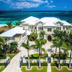 """Luxury Homes Interior Dream Houses Exterior Most Expensive Mansions Plans Modern 👉 Get Your FREE Guide """"The Best Ways To Make Money Online"""" Beach Mansion, Dream Mansion, Dream Houses, Beach House, Minimalist House Design, Modern House Design, Modern Mansion, Modern Homes, Mansions Homes"""