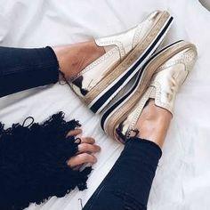 Troque as botas por outro sapato e continua super cool.