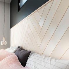 Sängynpäädyssä on käytetty Siparilan kuultava koivu PALA-paneelia Funky Furniture, Home Furniture, Home Bedroom, Bedroom Decor, Feature Wall Bedroom, Wardrobe Room, Home Board, Diy Home Crafts, Home Decor