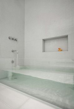 Such an awesome bath tub