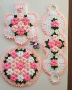 High Knee Crochet Slipper Boots Patterns to Keep Your Feet Cozy - Maria Crochet Shell Stitch, Bead Crochet, Crochet Stitches, Crochet Lace, Crochet Slipper Boots, Crochet Slippers, Diy Crafts Crochet, Crochet Ideas, Yarn Shop