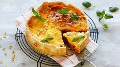 Kjøttdeigpai Med Ostedekke - Oppskrift fra TINE Kjøkken Norwegian Food, Creme Brulee, Camembert Cheese, Nom Nom, Yummy Food, Yummy Recipes, Dairy, Food And Drink, Pizza