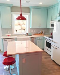 Super cute retro kitchen with light blue cabinets and red fixtures. Kitchen Friday Favorites: DIY Solar Lamps and Joanna Gaines Turquoise Kitchen, Teal Kitchen, Retro Kitchen Decor, Retro Home Decor, Vintage Kitchen, Retro Kitchens, Kitchen Ideas Red, 1950s Kitchen, Vintage Farmhouse