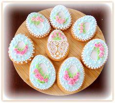 "Vanilla cookies ""Easter eggs"" Vanilla Cookies, Easter Cookies, Mini Cupcakes, Easter Eggs, Sugar, Desserts, Food, Tailgate Desserts, Deserts"