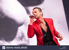 Download this stock image: Depeche Mode play play London Stadium at Queen Elizabeth Olympic Park on Saturday 3rd June 2017 as part of their 'Global Spirit' Tour. Images Copyright (c) Ken Harrison Photography - www.kenharrisonphotography.co.uk If you wish to copy or use images, please contact Ken Harrison Photography at; info@kdharrison.co.uk for further information. Web: www.kenharrisonphotography.co.uk E-Mail: info@kdharrison.co.uk Twitter: @kenharrison101 Facebook: www.faceb...