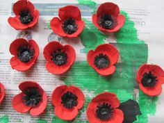 Jumble Tree: Poppy egg carton craft for Remembrance Day Jumb… - Modern Wreath Crafts, Flower Crafts, Paper Crafts, Egg Box Craft, Poppy Craft For Kids, Remembrance Day Poppy, Poppy Wreath, Pencil Crafts, Egg Carton Crafts