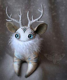 Snow deer by Honey die Zombie Dolls, Creepy Dolls, Cute Creatures, Fantasy Creatures, Creepy Cute, Scary, Softies, Plushies, Creepy Stuffed Animals