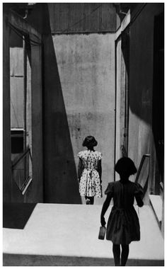 Sergio Larrain/Magnum Photos – Passaggio Bavestrello, Valparaiso, Cile, 1952 | © Pleasurephoto Room
